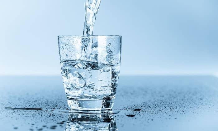 Абсорбент не следует запивать большим количеством воды