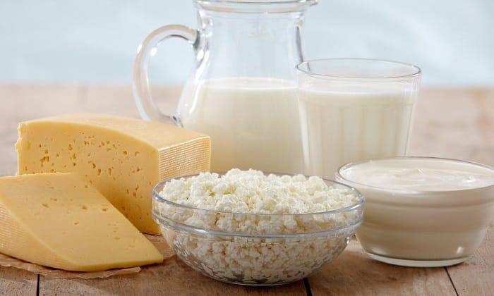 Вывести каловые массы из кишечника без затруднений могут любые кисломолочные продукты