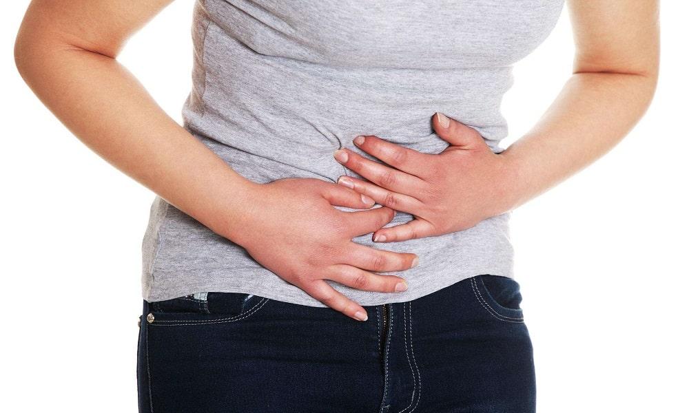 Грубая клетчатка, содержащаяся в овощах, может спровоцировать повышенное газообразование, вызвать боли в области желудка