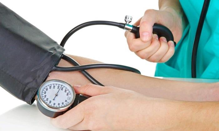 При приеме препарата иногда наблюдается снижение артериального давления