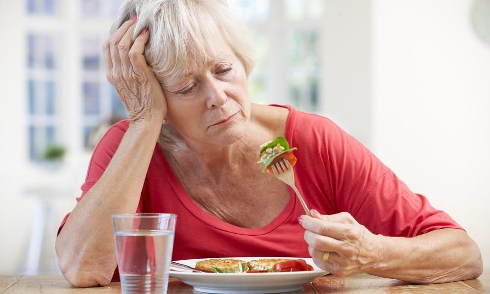 На поздних стадиях появляется снижение аппетита