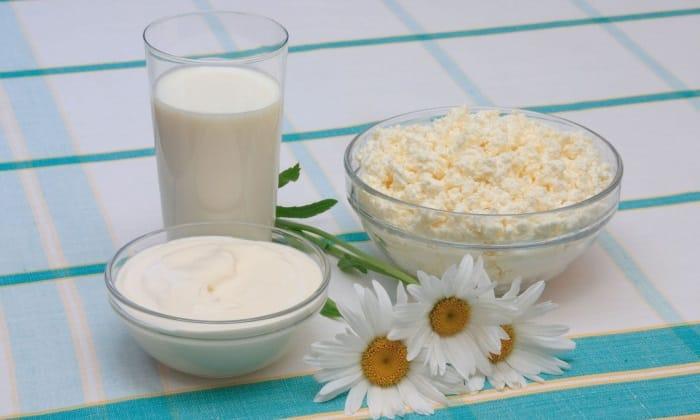 В рационе человека должны присутствовать нежирные кисломолочные изделия (творог, йогурты, молоко)