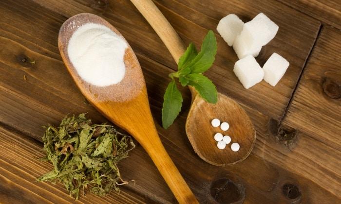 При развитии сахарного диабета ограничить употребление сладкого, вместо сахара использовать заменители
