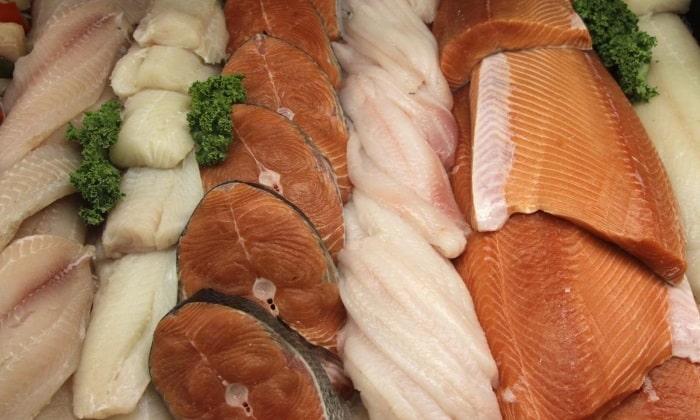 Улучшить и наладить перистальтику кишечника помогут нежирные сорта рыбы и мяса