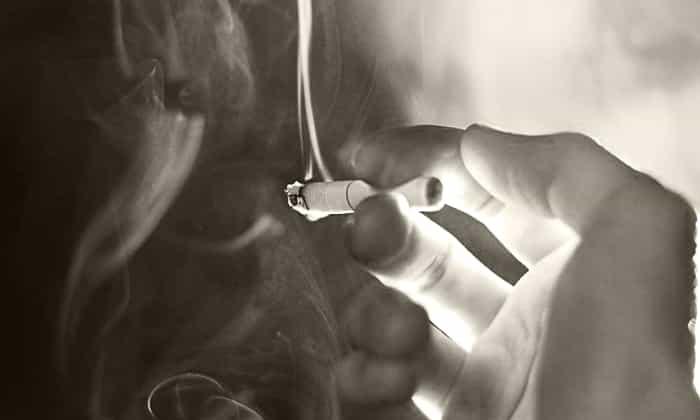 отказаться от курения в день проведения процедуры или анализа