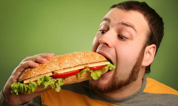 Неправильное питание с регулярным перееданием частая причина панкреатита