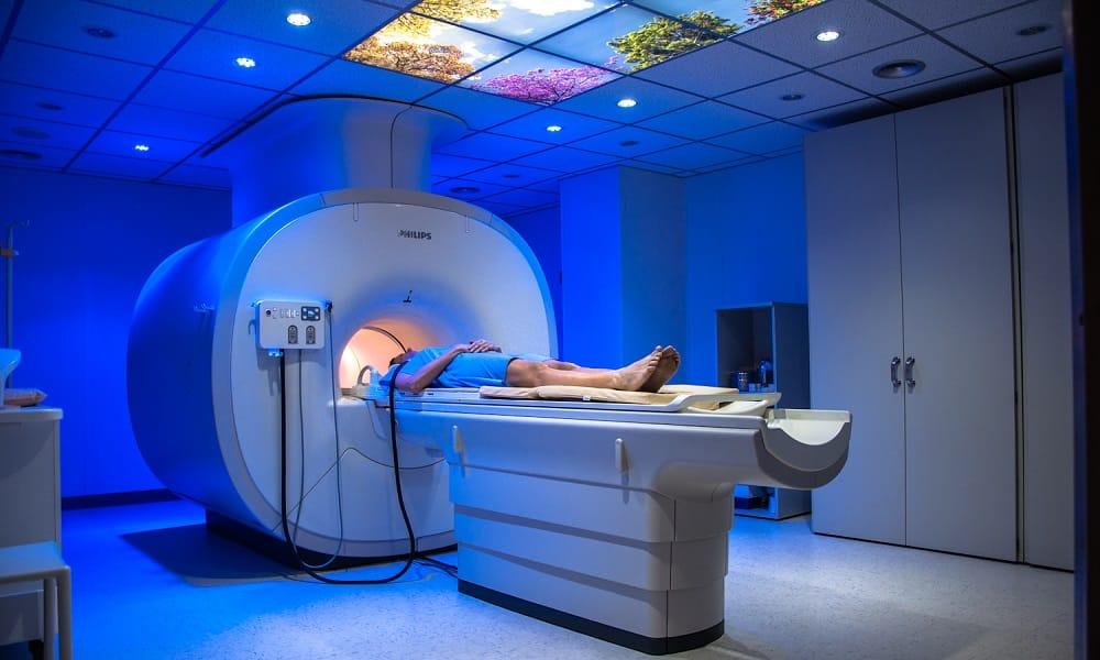 Компьютерная томография — дает возможность оценить степень воспаления и повреждения тканей поджелудочной, размеры и расположение камней