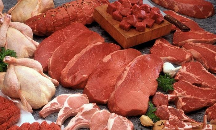 Белковая составляющая диетического меню при панкреатите формируется за счет приготовления нежирных сортов мяса (курица, индейка, крольчатина, говядина)
