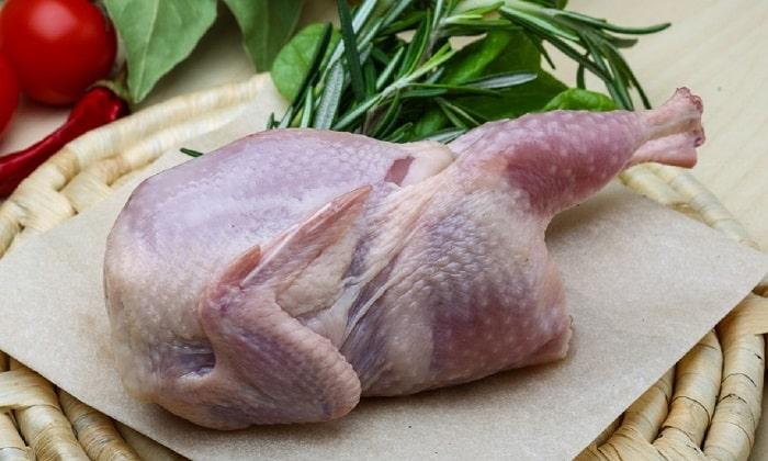 В период ремиссии хронической формы панкреатита разрешается употреблять нежирные, нежные виды дичи: перепелку, фазана или куропатку
