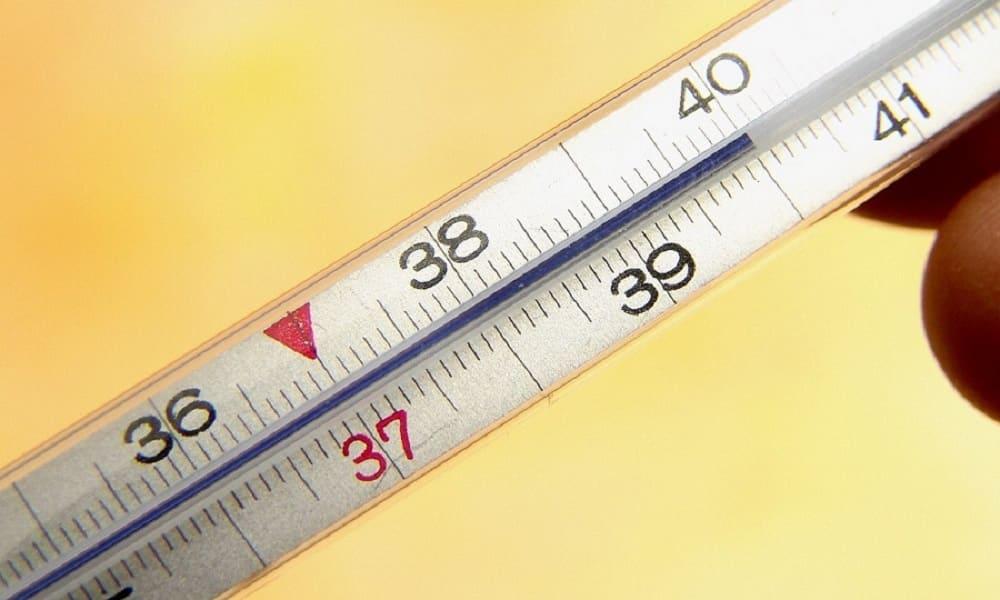 Главным симптомам панкреатита является повышение температуры