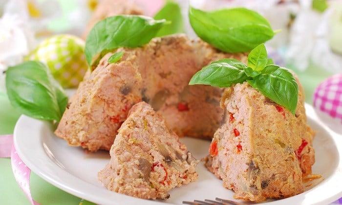 Для приготовления пудинга подойдет любой вид диетического мяса (говядина, индюшатина или кролик)