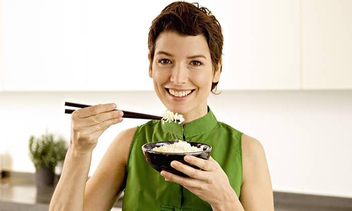 Рисовая каша при панкреатите может быть введена в рацион больного без опасений в первые же дни заболевания