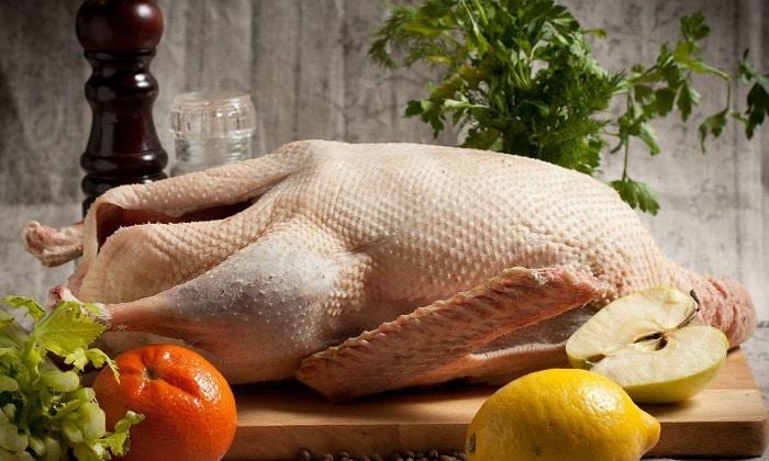 Гусь и утка при любой кулинарной обработке не становятся диетическими - их мясо слишком жирное и жесткое