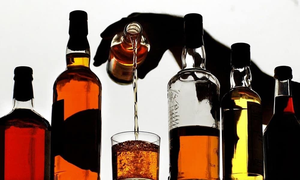 Прием алкоголя усиливает неприятные ощущения