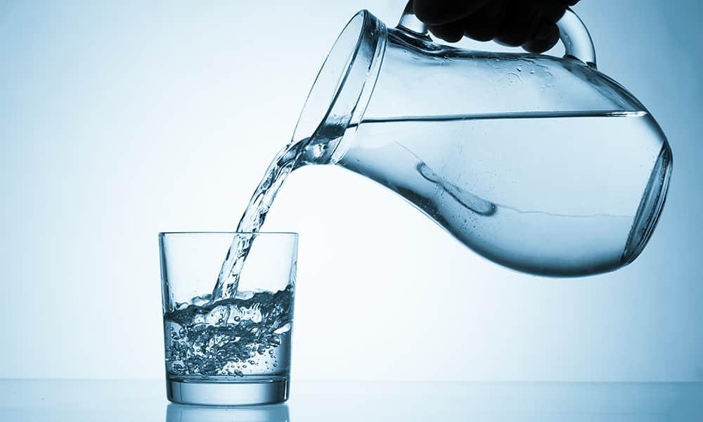 Из напитков при панкреонекрозе разрешено употреблять воду без газа