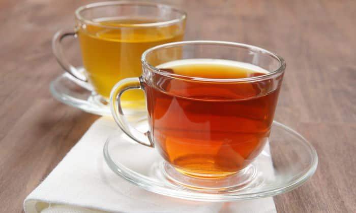 С осторожностью вводят в рацион черный и зеленый чай