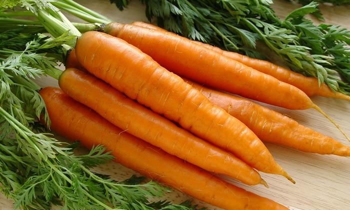 Для приготовления супа-пюре из моркови и кабачка понадобятся 3 морковки