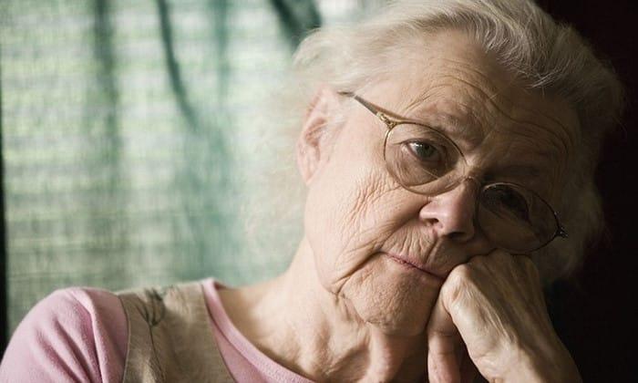 Возникновению атрофических изменений способствует старческий возраст пациента