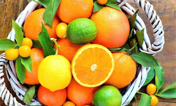 При панкреатите запрещено употребление цитрусовых и кислых плодов, инжира, винограда