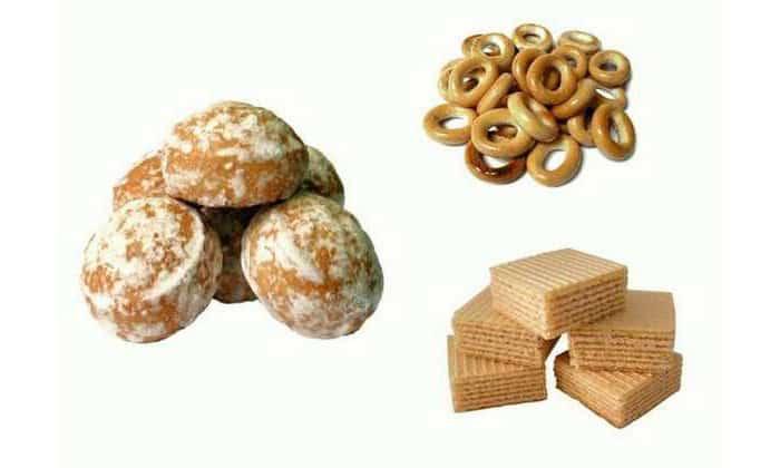 К чаю можно подать галетное печенье, сухарики, сушки или пряники, приготовленные по классической рецептуре без шоколадной глазури