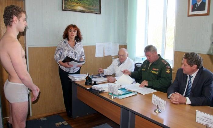 Медкомиссия военкомата при отборе ребят призывного возраста, имеющих диагноз