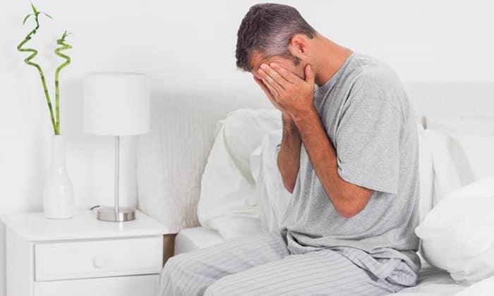 При заболевании появляются общие симптомы патологий пищеварительного тракта, ухудшается аппетит, возникает отвращение и неприятие мясного, жирного, алкоголя, в результате пациент теряет вес, нарушается сон