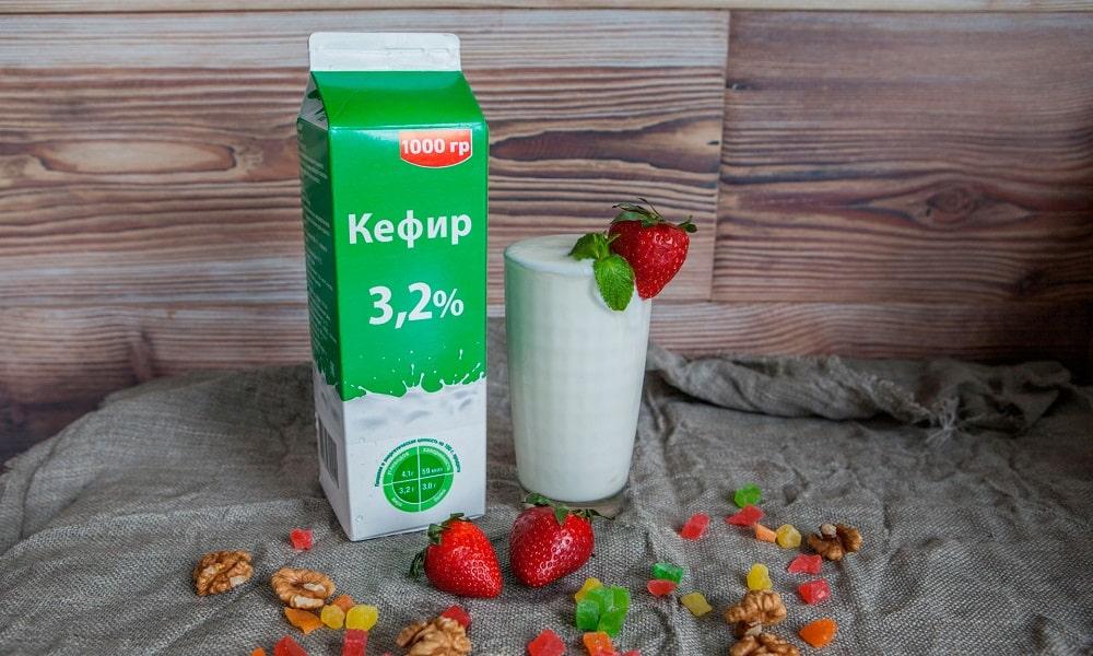 Кефир можно включать в ежедневное меню начиная с 10 дня после фазы обострения, но не более стакана в сутки