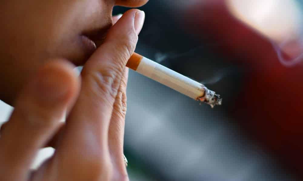 Причиной развития панкреатита у беременных женщин может быть курение