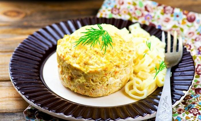 Суфле можно готовить из вареного или сырого мяса птицы. Для приготовления суфле нужно тщательно измельчить фарш погружным блендером или в кухонном комбайне