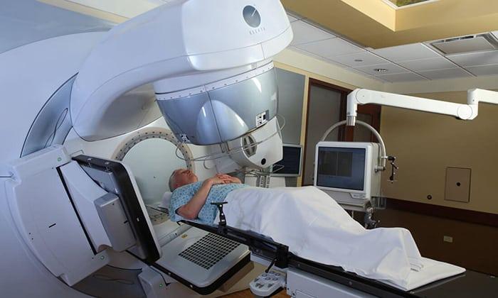 Применение лучевой терапии оправдано в сочетании с оперативным лечением, позволяет снизить объемы опухоли и замедлить ее повторное разрастание