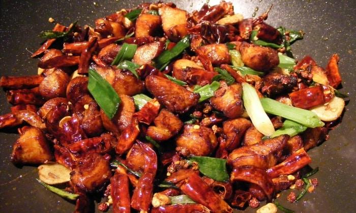 Из рациона должна быть исключена жирная, жареная и острая пища