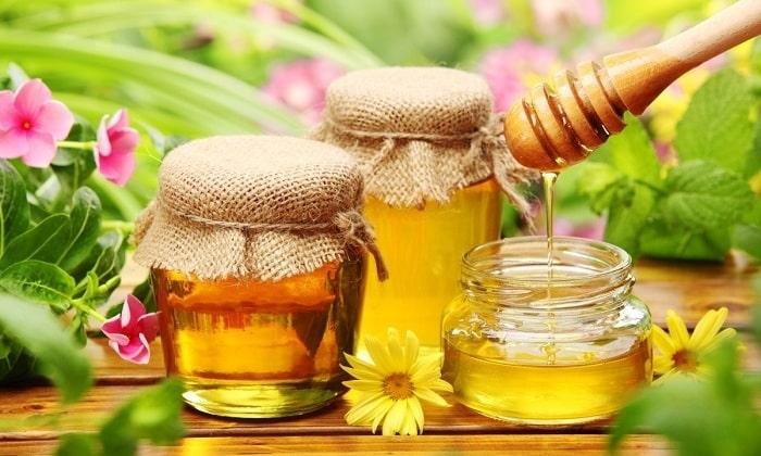 Если больной привык пить сладкое, лучше положить 1 ч. л. жидкого меда
