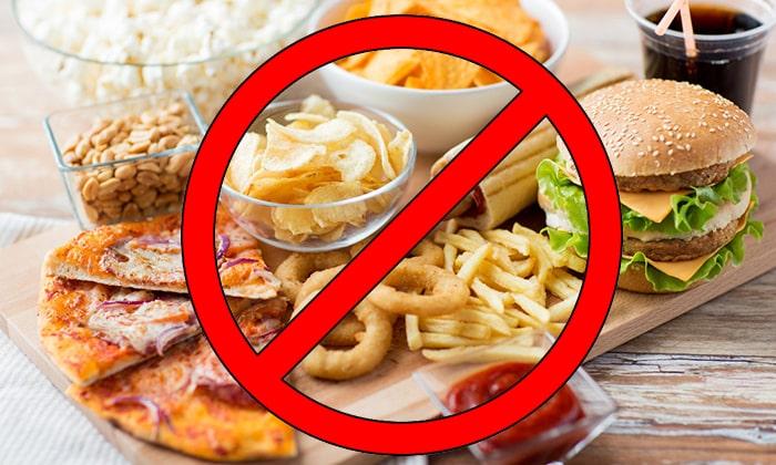 Из рациона следует исключить жареное, копченое, маринады, консерванты, полуфабрикаты и другие вредные продукты