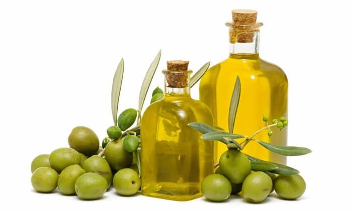 Для греческого салата понадобится оливковое масло