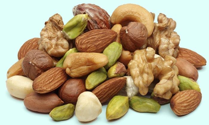 Также богаты на витамин B орехи