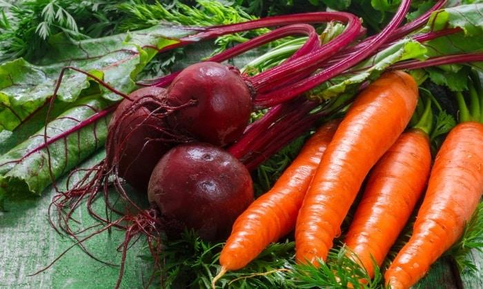 За сутки следует отказаться от продуктов, которые могут изменить цвет и состав мочи - это свекла и морковь