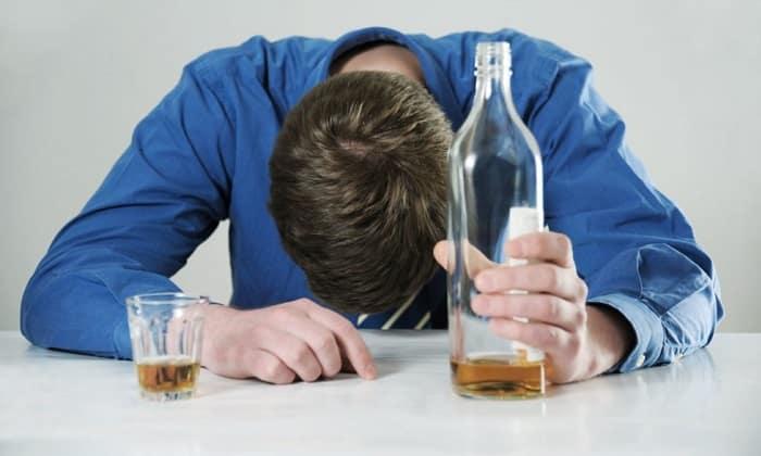 Спровоцировать панкреатит может отравление пищей, алкоголем или медикаментами