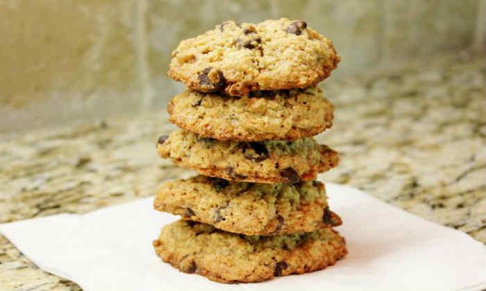 При панкреонекрозе допускается употребление печенье, приготовленное без сахара
