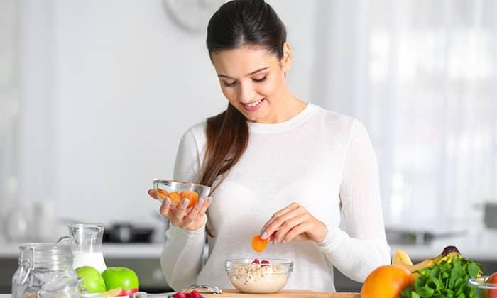Курага при панкреатите является ценным источником полезных веществ, микроэлементов, витаминов и минералов