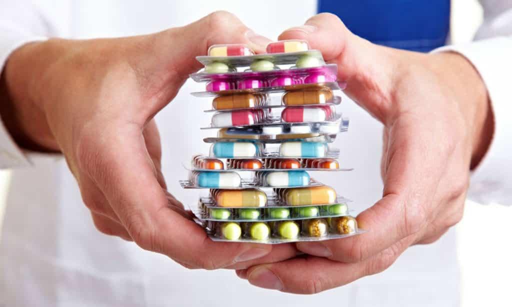 При лечении поджелудочной железы и восстановлении микрофлоры применяют различные лекарственные препараты