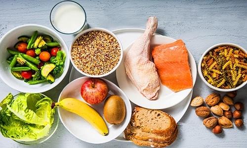 При диффузных изменениях поджелудочной железы можно включить в рацион диетическое мясо, морскую рыбу, макароны, нежирные молочные продукты, цельнозерновой хлеб, фрукты и овощи