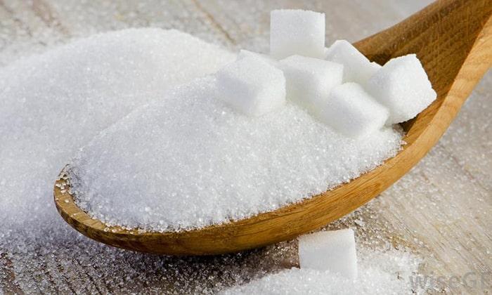 Курага способна и навредить, в этом высушенном фрукте содержится большое количество сахара, избыток сушеного абрикоса в рационе является причиной появления диабета