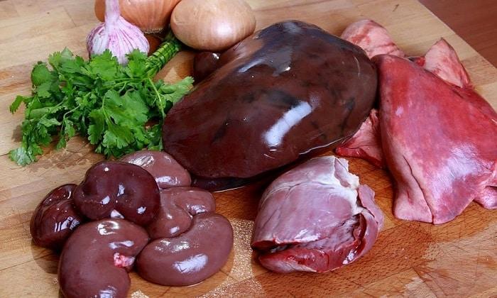 Из субпродуктов допускаются говяжья печень, легкое, куриные сердечки и желудки
