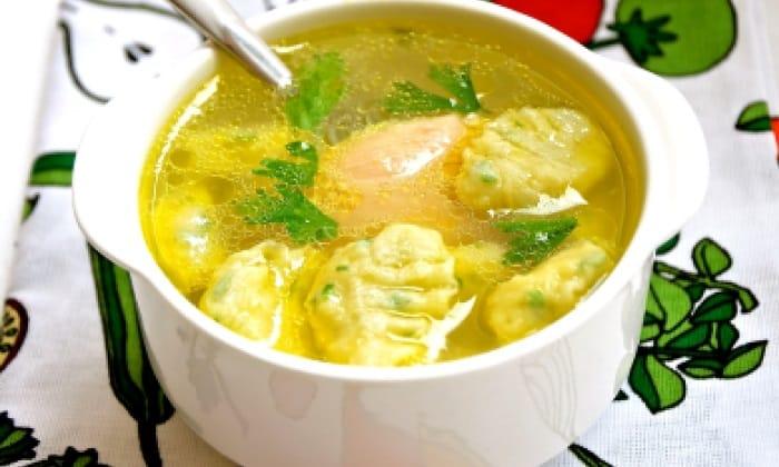 Куриное мясо используют для варки легких бульонов и супов