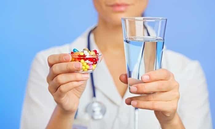 Для устранения болевого синдрома нередко назначаются анальгетики и спазмолитики