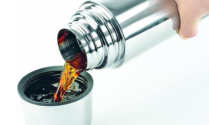 Для приготовления настоя из цикория в термос засыпают 5 ст. л. порошка и заливают 500 мл кипятка. Закрывают емкость крышкой и на несколько часов убирают в теплое место