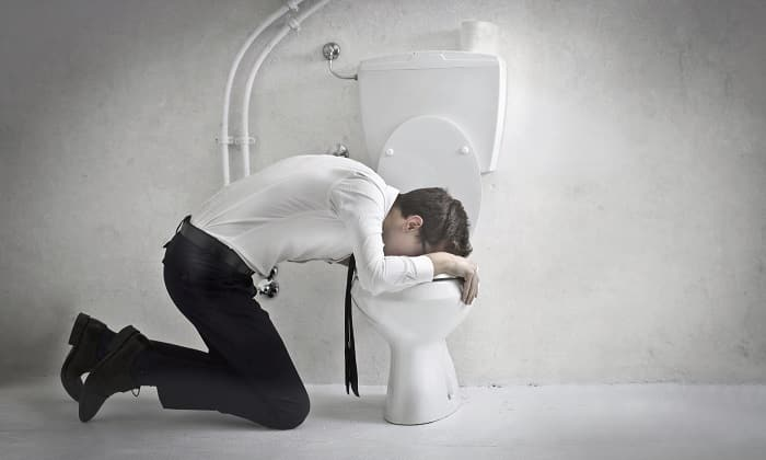 Симптомами панкреатита является диспепсия в виде тошноты, рвоты, вздутия живота и учащенного жидкого или кашицеобразного стула