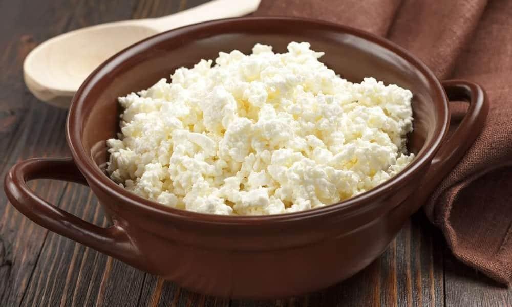 На стадии стойкой ремиссии разрешен творог 9% жирности, его едят как самостоятельное блюдо или используют как ингредиент для ленивых вареников