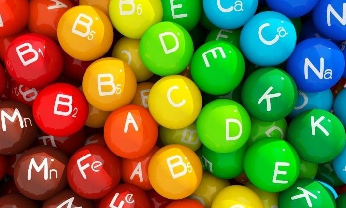 Яблоки включают в себя большое количество витаминов групп В, А, С, К, Н, Е, Р и РР