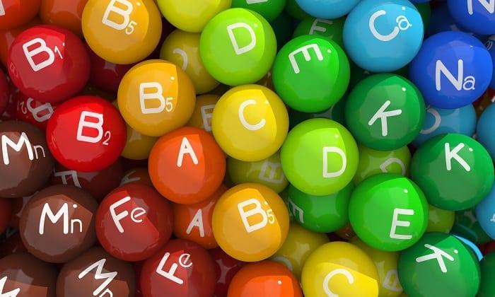 Польза молочного продукта состоит и в том, что содержащийся в нем комплекс жирорастворимых витаминов A, D, E, а также группы B помогает организму человека быстрее восстанавливаться